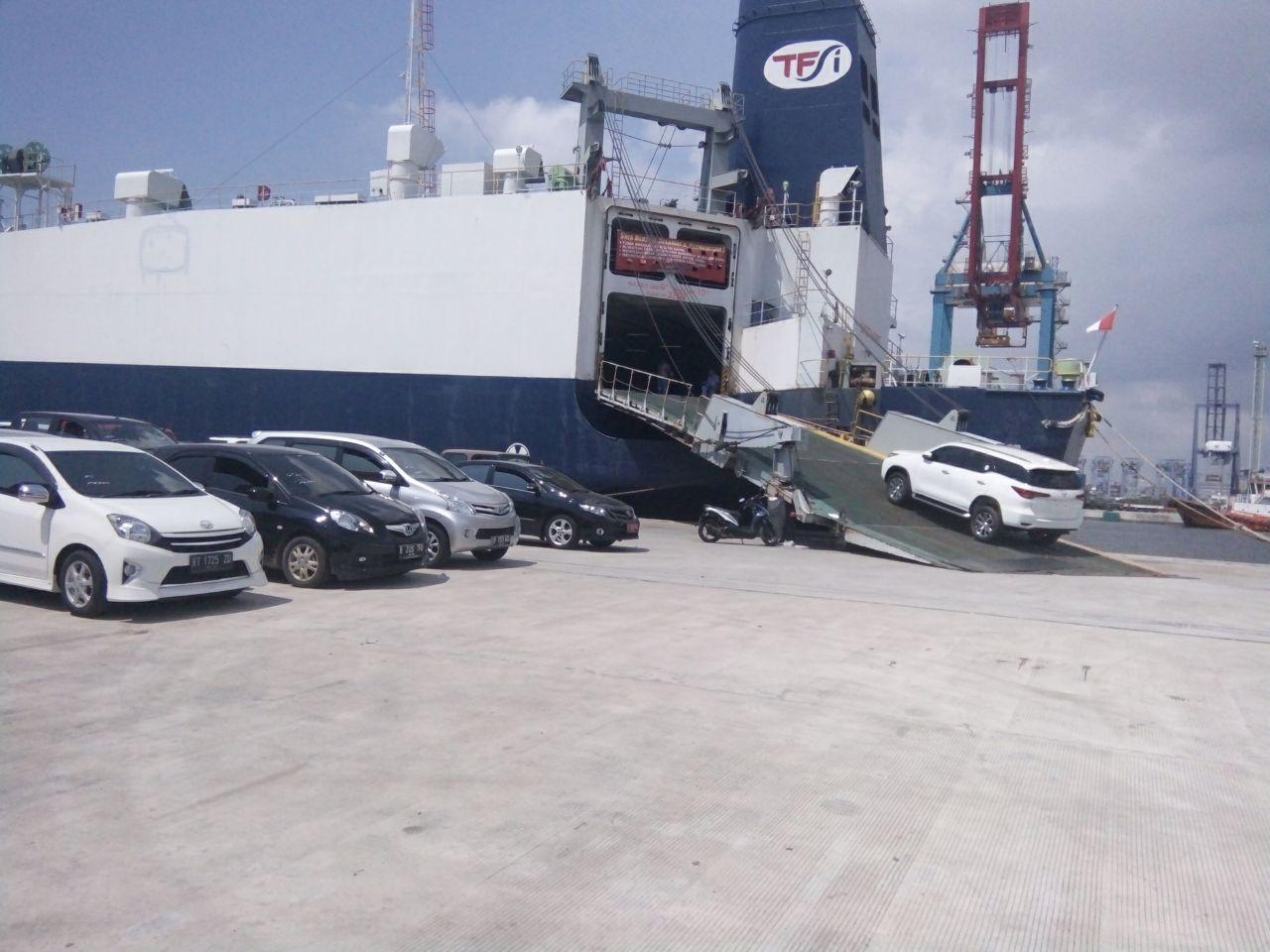 Kirim Mobil dengan Kapal Serasai